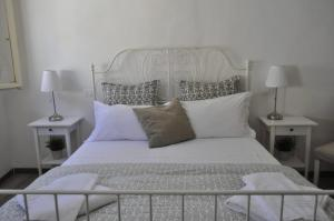 A bed or beds in a room at La Piccola Maison