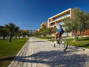 Cycling at or in the surroundings of NAU Salgados Vila das Lagoas