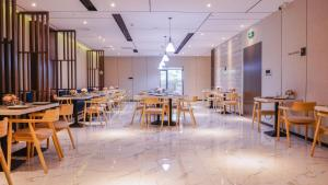 A restaurant or other place to eat at Paco Hotel-Guangzhou Tiyu Xilu Metro Branch