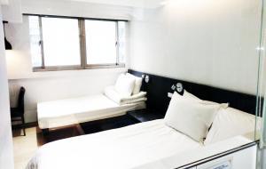 Un ou plusieurs lits dans un hébergement de l'établissement HATAGO+ HOTEL