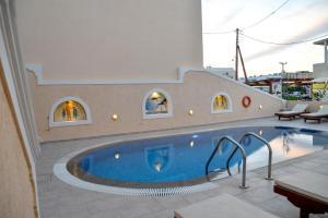Πισίνα στο ή κοντά στο Villa Irini Studios