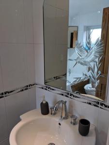 A bathroom at Avon House