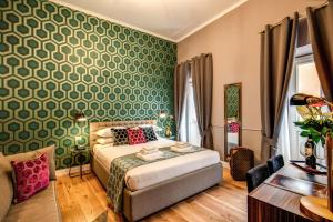 A bed or beds in a room at Tree Charme Parliament Boutique Hotel