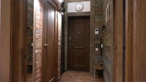 A bathroom at Апартаменты в центре города, у метро и Нарымского сквера