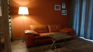 A seating area at Апартаменты в центре города, у метро и Нарымского сквера
