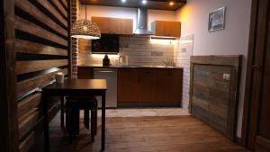 A kitchen or kitchenette at Апартаменты в центре города, у метро и Нарымского сквера