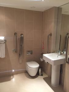 A bathroom at Heythrop Park Resort