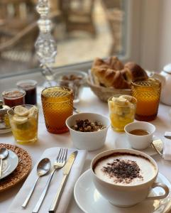 Breakfast options available to guests at La Palmeraie
