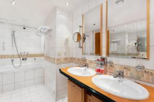 Ванная комната в AZIMUT Отель Олимпик Москва