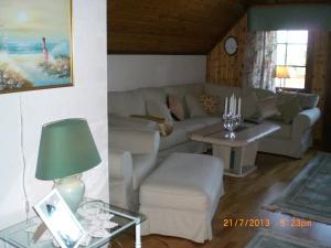 A seating area at Anitas B&B Stockholm/Vällingby