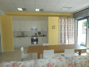A kitchen or kitchenette at B&B Relax