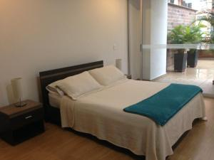 A bed or beds in a room at Moderatto Suites