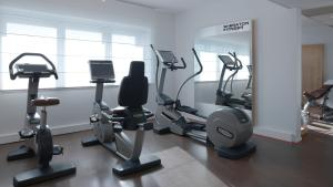 The fitness center and/or fitness facilities at Sheraton Paris Roissy Airport