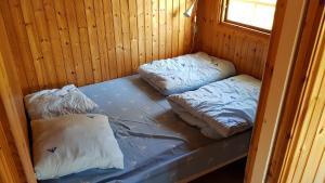 A bed or beds in a room at Helsingør Camping & Cottages Grønnehave