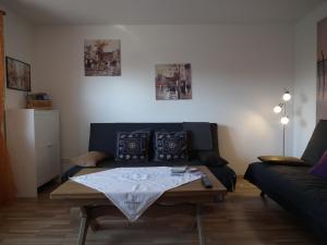 Ein Sitzbereich in der Unterkunft Sunny apartment in Pähl