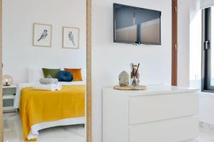 A bathroom at Phaedrus Living Seaview Luxury Flat Marina Court 213
