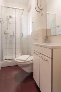 A bathroom at Golden Split Rooms