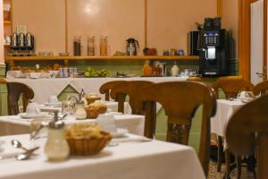 A restaurant or other place to eat at Palazzo Cendon Piano Antico