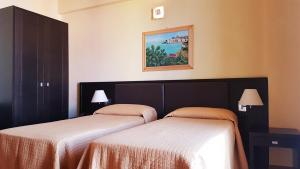 A bed or beds in a room at Hotel Paclà
