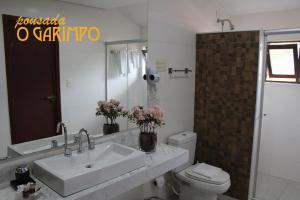 Um banheiro em Pousada O Garimpo
