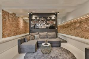 A seating area at Luxury Canal Suite De Heren
