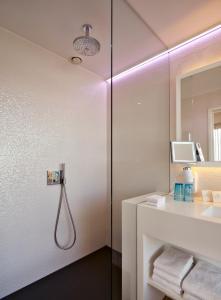 Salle de bains dans l'établissement ABC Hotel