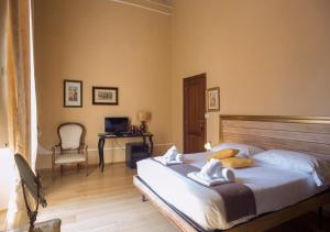 A bed or beds in a room at Affittacamere Nel Cuore Di Firenze