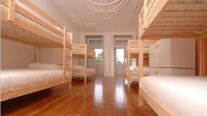 A bunk bed or bunk beds in a room at So Cool Hostel Porto