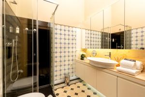 A bathroom at Your Opo Bolhao Apartments