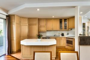 A kitchen or kitchenette at Highview