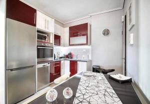Kuchyň nebo kuchyňský kout v ubytování Elea Athens Apartment