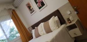 A bed or beds in a room at Pousada Lugama