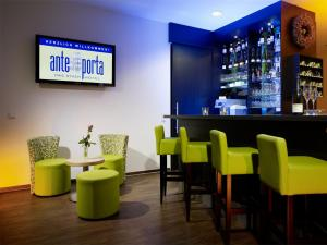 The lounge or bar area at ante porta DAS STADTHOTEL