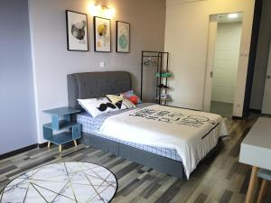 A bed or beds in a room at Arte S Penang by Dreamz