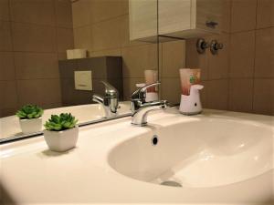 A bathroom at Rooms Dores