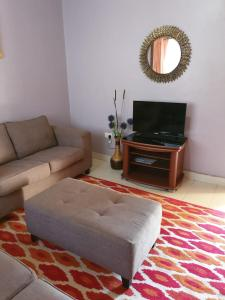 A seating area at PottersVilla Furnished Apartment