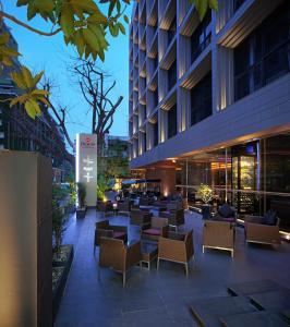 A restaurant or other place to eat at Best Western Premier Sukhumvit