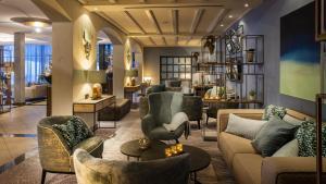 Lounge oder Bar in der Unterkunft Travel Charme Fürstenhaus am Achensee