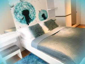 A bed or beds in a room at Apartament Biznesowy Willa Park