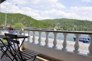 Un balcon sau o terasă la La Faleza