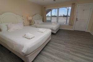 A bed or beds in a room at Fin 'N Feather Waterside Inn by Kees Vacations