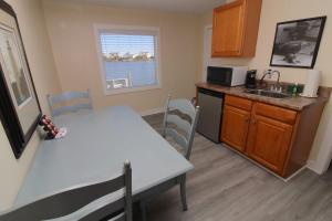 A kitchen or kitchenette at Fin 'N Feather Waterside Inn by Kees Vacations