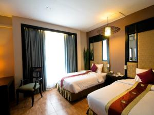 A bed or beds in a room at Royal View Resort - Rang Nam