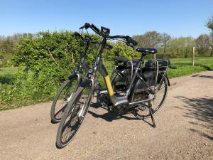 Vélo sur le terrain de l'établissement Ô Macra B&B ou dans les environs