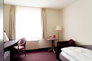 Ein Bett oder Betten in einem Zimmer der Unterkunft Hotel Erfurter Tor