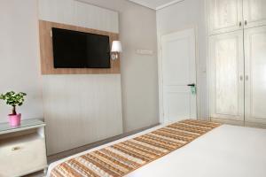 TV i/ili multimedijalni sistem u objektu Hotel Strass