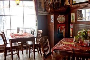 Een restaurant of ander eetgelegenheid bij Hotel Internationaal