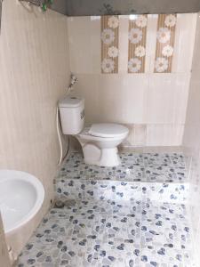 A bathroom at Cầu MỘC homestay