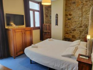 A bed or beds in a room at Iturrienea Ostatua