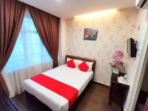 A bed or beds in a room at Palazzo Hotel Kulai